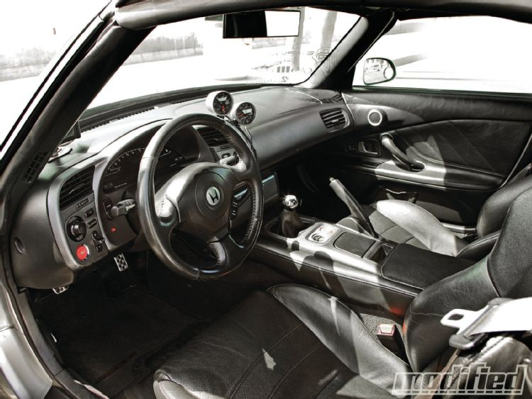 modp-1106-05+home-brew-done-right-2002-honda-s2k+interior.JPG