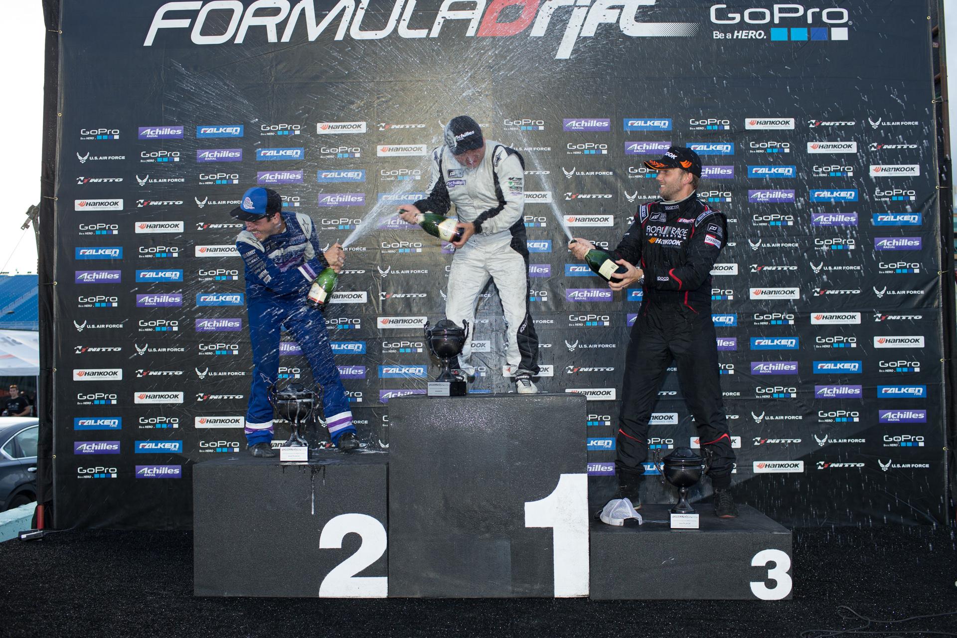 CHEN-podium_champange